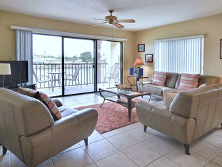 Land's End 206 building 3 UPDATED / Bay views/ End unit!