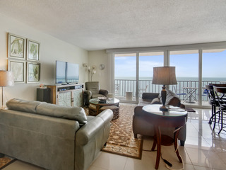 Trillium 5C Beach Front/Private Balcony with Amazing Views/Pool!