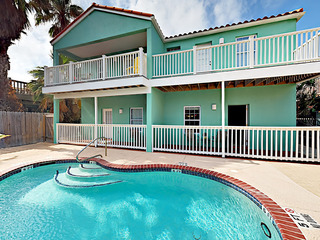2 BR Condo w/ Pool, Near Beach