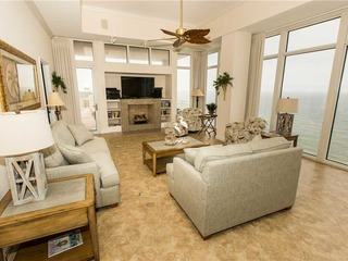 Sterling Beach- Deluxe Three-Bedroom Apartment