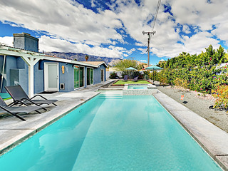 4BR/3BA Pool/Jacuzzi In NorthWest Palm Springs Firepit/ BBQ/Pati