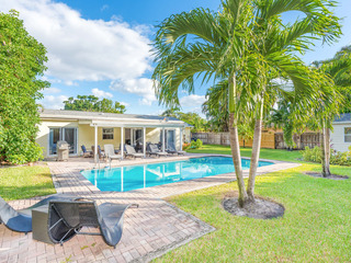 5BR Villa w/ Pool- Near Downtown at the Gardens