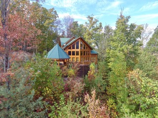 Luvin Logs Lodge