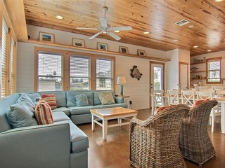 4BR Beauty- Blocks from Beach