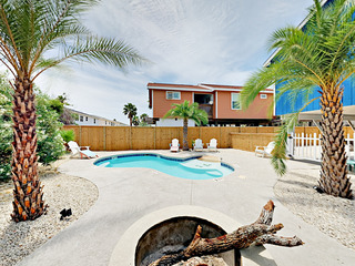 3BR w/ Private Pool, Near Beach