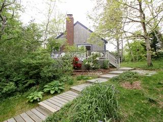 2BR Garden Cottage, Near Beach