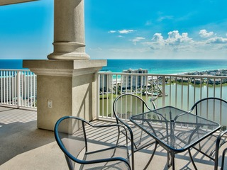 2BR Stunning Top Floor Condo w/ pool views