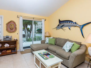 Charming 2BR– 60 Seconds to Beach
