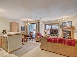 Cozy + Convenient 1Br- Just steps to Vibrant Apres-Ski 4ppl