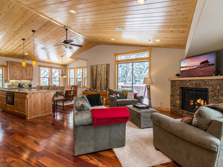 Upscale New 3BR- Sugar Pine Point