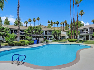1BR/2BA SouthEast Palm Springs Condo w Comm pool/ Jacuzzi