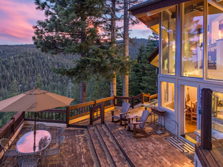 Updated Luxury 4BR w/ Sauna, Lake & Mountain Views