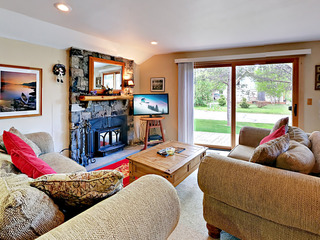 4BR w/ Hot Tub Near Beach & Slopes