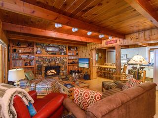 True Tahoe – 4BR Classic Cabin
