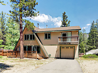3BR w/ Hot Tub, Near Skiing & Beach
