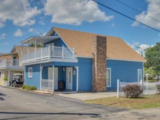 Sunny & Chair 3900A- 3rd Row- Beach House- Windy Hill Section