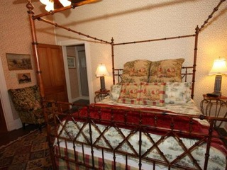 A.L. Patton Hemingway Upstairs Suite