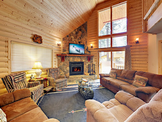 4BR Modern Log Chalet w/ Hot Tub