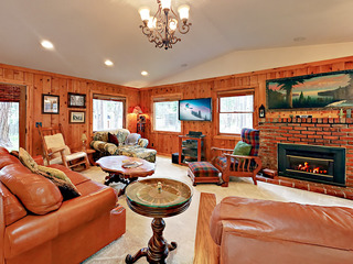 3BR w/ Private Deck – Near Dining