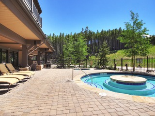 Spacious Condo with Mnt. Views at the Base of Peak 7!