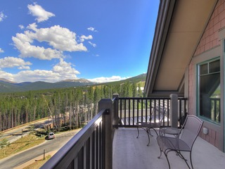 2Br 2Ba Sweeping Rocky Mountain Views Ski-in/out at Peak 7