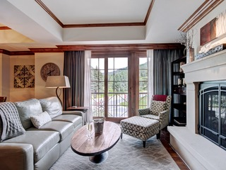 Stunning Ritz-Carlton Residence with 3 Br and Mountain View - image