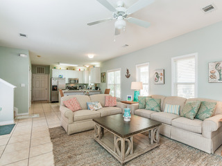 Quiet 4BR Near Beach w/ Pool