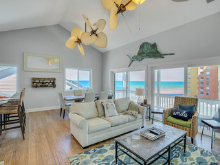 Contemporary 3BR/3.5BA w/ Gulf View, Walk to Beach