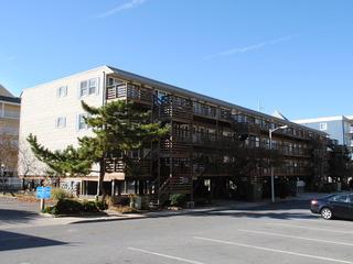 Old Wharf 10 Condominium