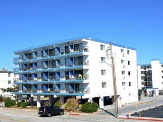 Top Royal 403-S Condominium