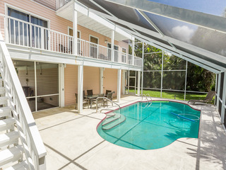 4BR w/ Private Pool & Lanai- Short Walk to Beach
