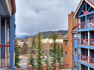 Bright Winter Stay w/Skylight 2Br/Ba Short Stroll to Main St