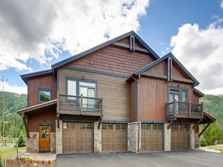 New 3Bdr Luxury Home/Sleeps 10 w fireplace & mountain views