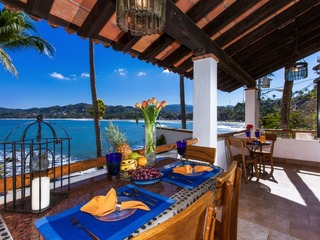 CASA ALMA-Beachfront 2 bed/1 bath, pool, views