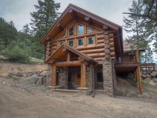 Mounticello Log Cabin