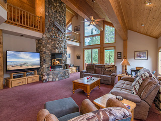 Tahoe Donner 5BR w/ Pool, Hot Tub & Fire Pit