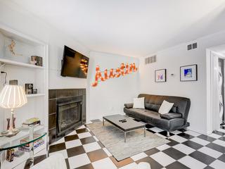 Downtown Austin 1BR w/ Shared Pool