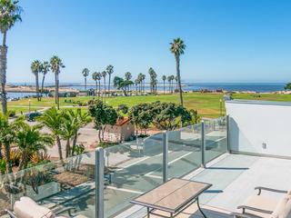 3BR w/ Rooftop Deck- Near Beach