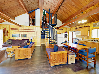 2BR Cabin w/ Hot Tub & Pool Table