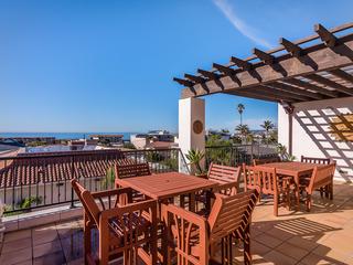 3BR w/ View Balcony, Walk to Beach
