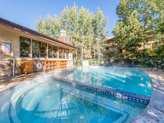2BR Near Gondola – Pool, Hot Tub