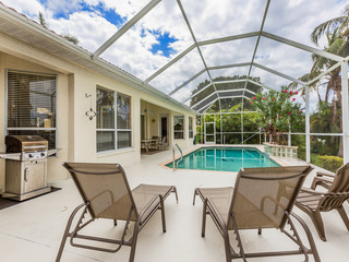 Canal-Front 4BR w/ Screened Pool