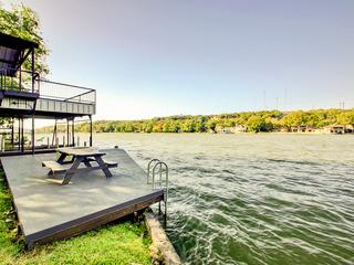 Lakefront 3BR w/ Private Dock, Boat Slip & Lift