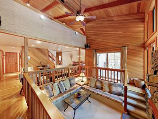 3BR w/ Fireplace & Deck, Near Golf