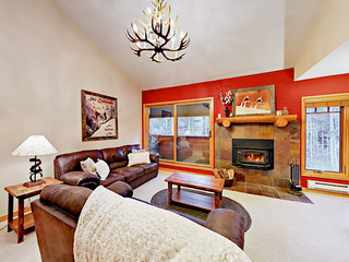 Upgraded 3BR w/ Deck, Walk to Slopes