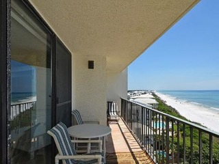One Seagrove Place Unit 902