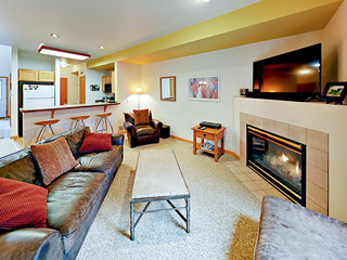 2BR w/ Patio & BBQ, Close to Skiing