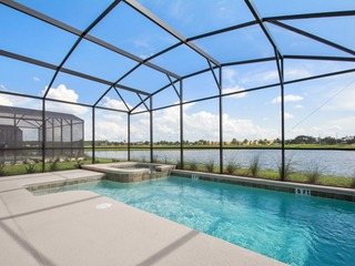 6 bedroom, 4 suites, 5 minutes from Disney parks