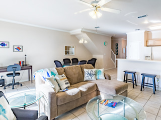 3BR w/ Pool- Walk to Beach