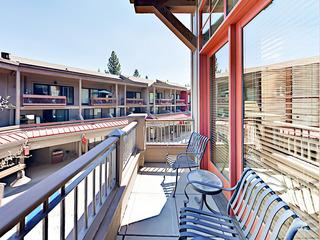 Luxury 1BR w/ Terrace in Village - image